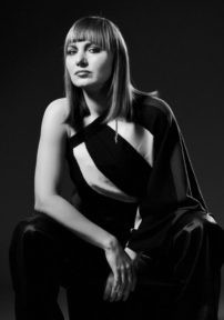 Femme Fatal, 1.del: Sandra Klemm Sendi